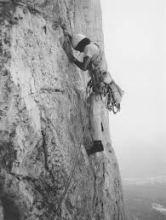Messner nel 1968 mentre apre una nuova via sul Pilastro di Mezzo del Sass dla Crusc, nelle Dolomiti
