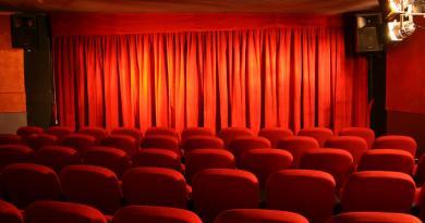 sala-teatrale-fronte