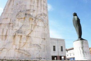 Il monumento di Domenico Rambelli a Lugo.
