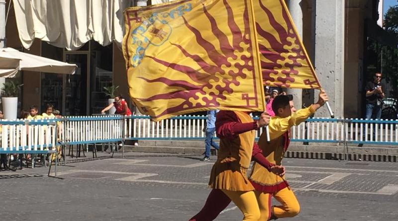 bandiere rione giallo