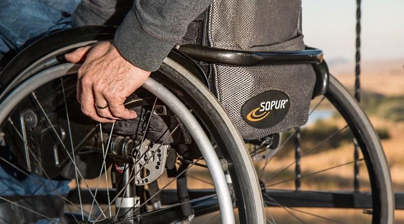 disabilità sedia a rotelle