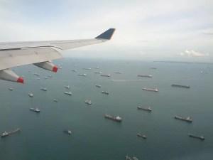 Traffico mercantile nello stretto di Malacca.
