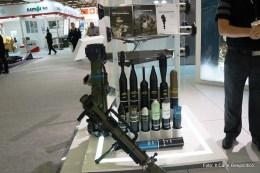 I sistem Carl Gustav e NLAW (in posizione verticale) con relativo munizionamento