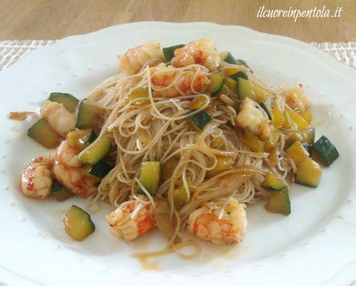 Noodles con gamberi e verdure  Ricetta noodles gamberi