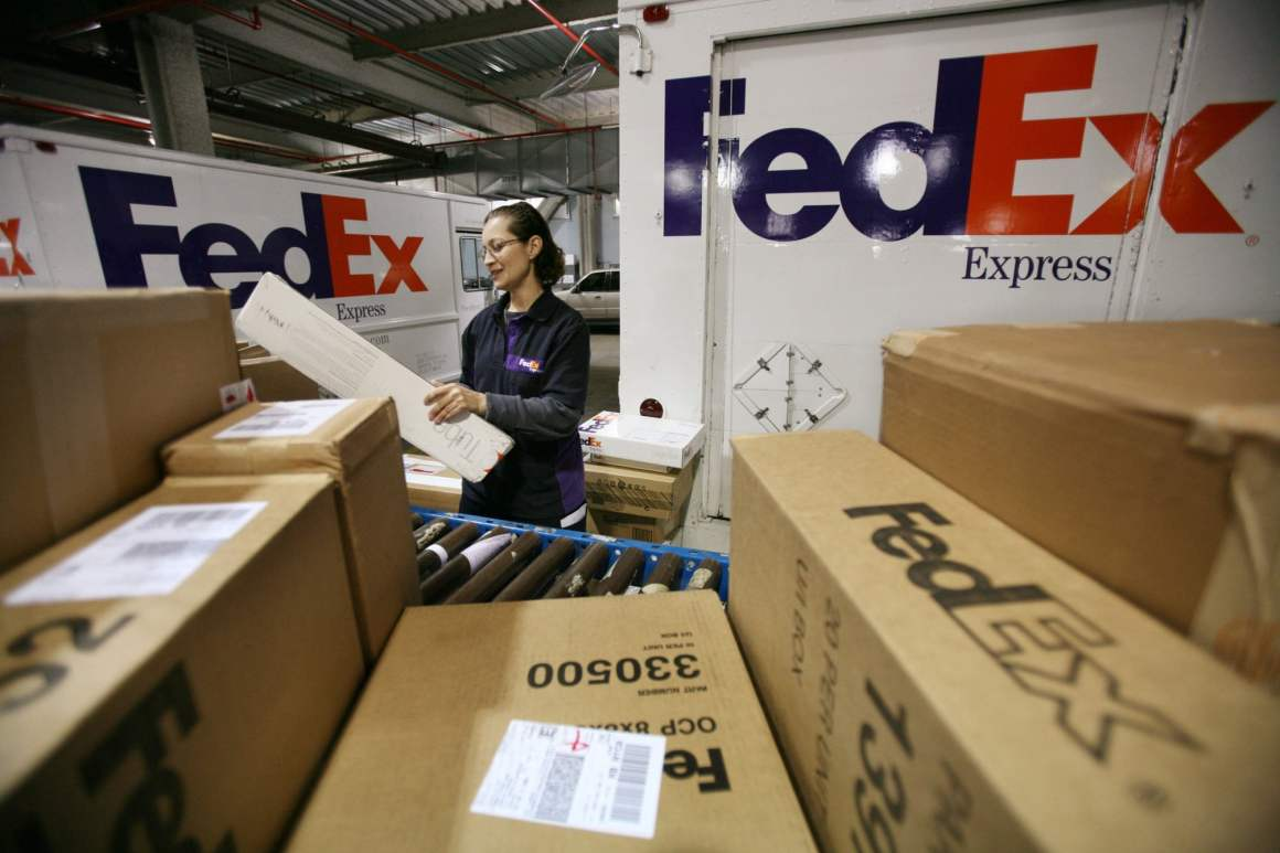 Case Study of Leveraging Information Technology to Grow Business in FedEx - ilearnlot