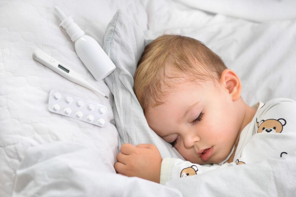 嬰兒感冒,寶寶咳嗽,新生兒打噴嚏該注意什麼?家長必讀的小孩照護及預防方法 - 逸里生活官方網站