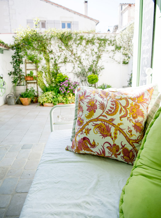FRENCH_HOLIDAY_HOME_ILEDERE_GARDEN-1