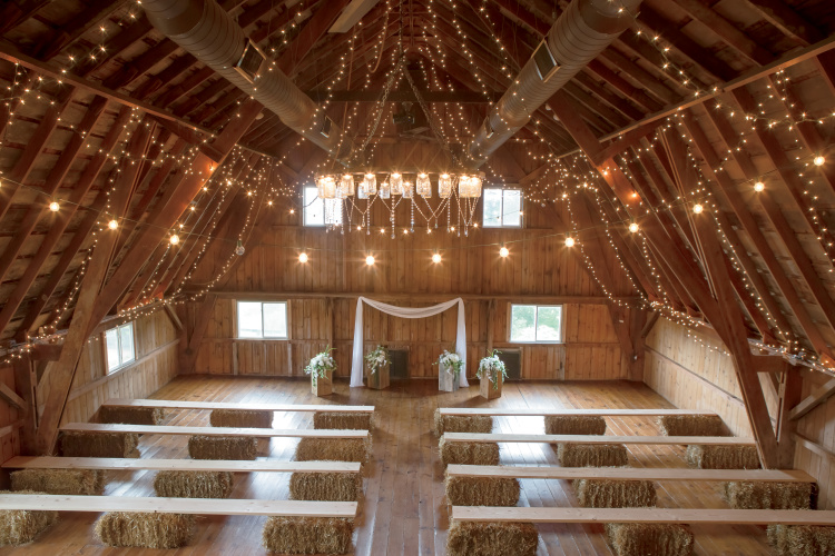 Illinois Brides and Grooms Tie the Knot at Barn Weddings