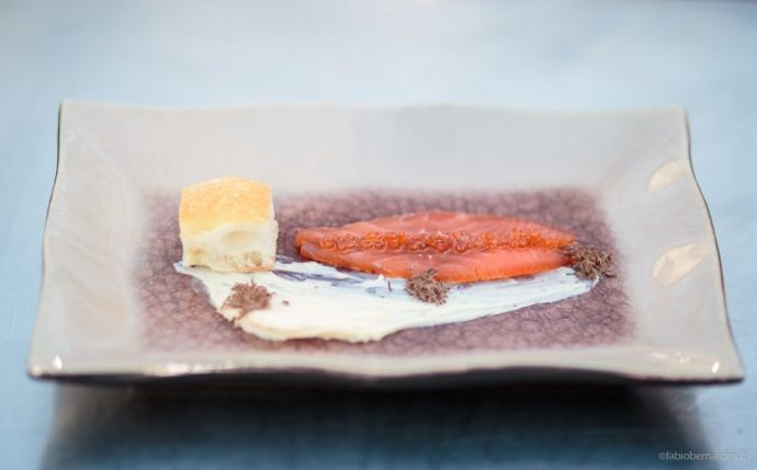 Salmone cioccolato burro d'arancia e focaccia Toscana