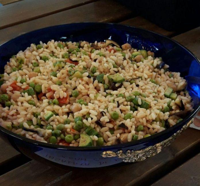 Tra nostalgia, riscatto e restyling, ecco le 9 sfumature di insalata di riso