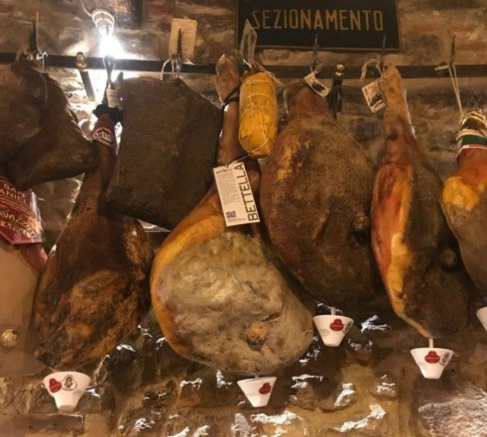 """Firenze, La Prosciutteria """"raddoppia"""" in San Frediano e diventa una wunderkammer"""