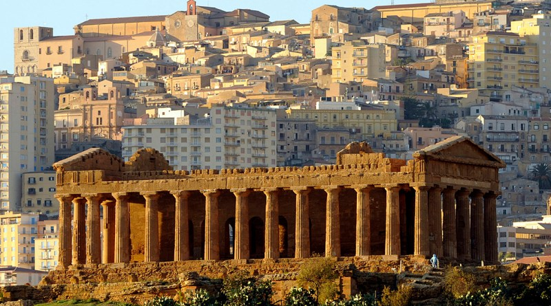 A quattro anni dalla chiusura, è stato riaperto oggi il Palacongressi di Agrigento. La gestione della struttura affidata al Parco archeologico e paesaggistico della Valle dei templi
