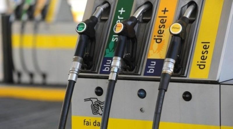 La benzina italiana più cara d'Europa