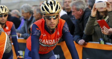 Vincenzo Nibali caduta tour de france tifoso video