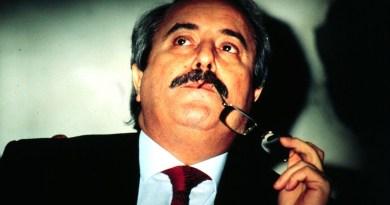 Una mostra fotografica in ricordo di Giovanni Falcone nell'androne di un condominio nel centro storico di Palermo. L'ha organizzata Nino Giordano all'Albergheria