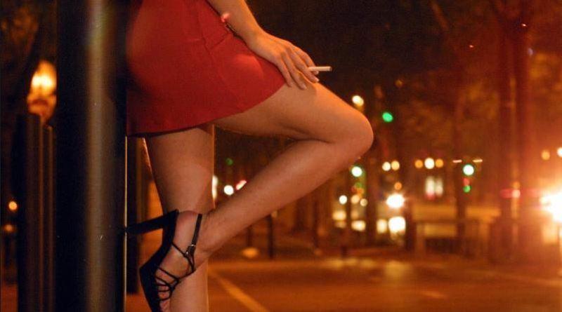 va a prostitute e trova la moglie