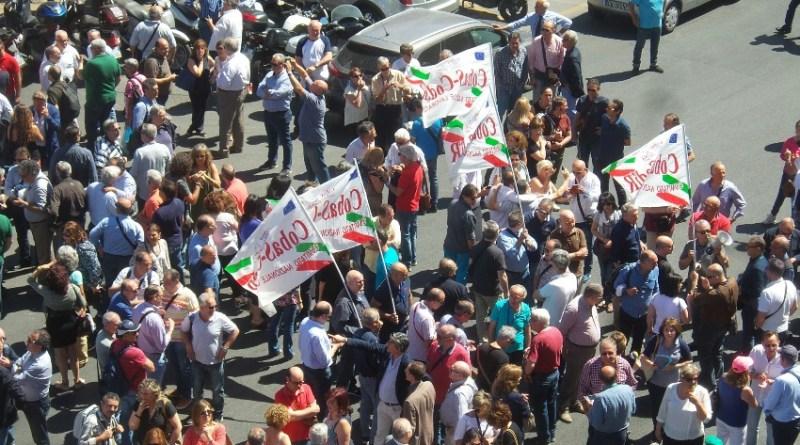 tremila dipendenti regionali protestano