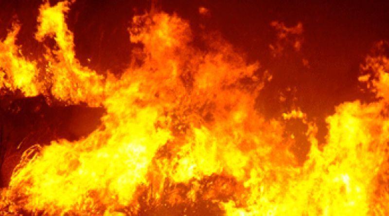 Presepe vivente in fiamme ieri a Marsala, in provincia di Trapani, a causa di una scintilla fuoriuscita da una fornace che fungeva da scenografia. Tutto è andato distrutto, ma per fortuna nessuno è rimasto ferito. L'incendio si è sviluppato sul retro della chiesa di contrada Ciancio, nella periferia marsalese. A dare l'allarme sarebbero stati gli stessi figuranti del presepe che sono subito scappati via.