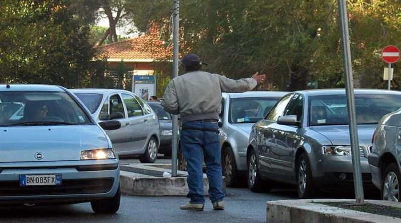 Si era rifiutata di pagare il parcheggiatore abusivo e, al suo ritorno, ha trovato la macchina rigata. Denunciato un pregiudicato di 45 anni a Palermo