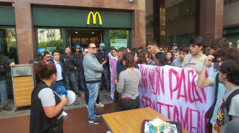 protesta di studenti a Palermo