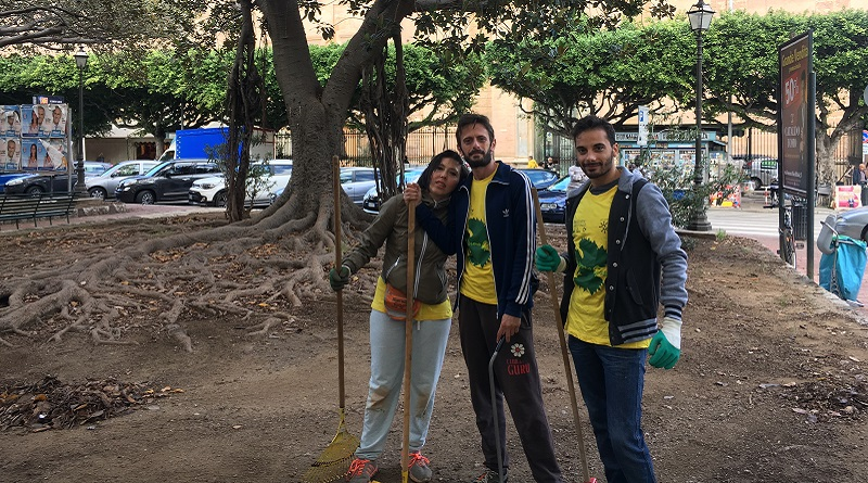 """I volontari dell'associazione Palermo Green ripuliscono le strade cittadine. """"Bisogna uscire di casa e cercare di dare ciascuno il proprio contributo"""""""