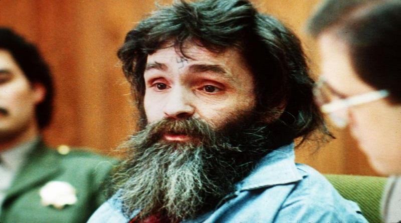 """È morto Charles Manson, leader della setta Family e pluriomicida. Soprannominato """"il diavolo di Holliwood"""", commissionò l'omicidio di Sharon Tate"""
