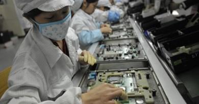 Cina, circa 3.000 studenti sfruttati illegalmente dalla Foxconn per compensare i ritardi nella produzione di IPhone X.