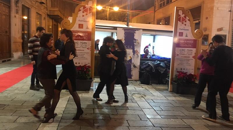 Lezioni di tango alla Cittadella dell'artigianato, in via Magliocco a Palermo. Un'iniziativa di Confartigianato Sicilia nell'ambito della fiera di Natale