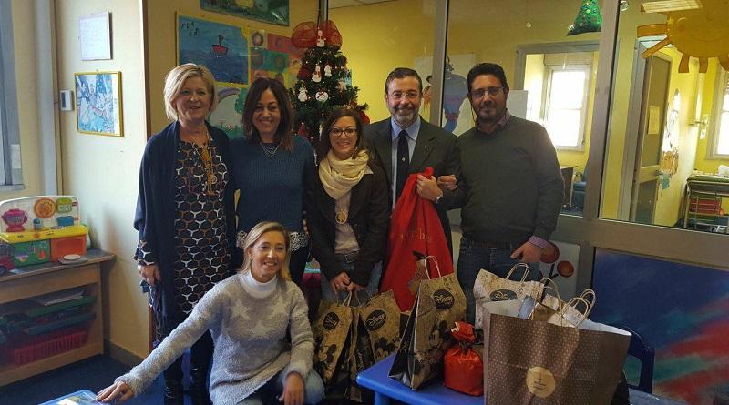 L'associazione Siciliae Mundi porta i doni ai bambini ricoverati nel reparto oncologico pediatrico dell'Ospedale Civico di Palermo
