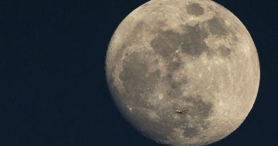È la giornata della Superluna, la più grande e luminosa dell'anno
