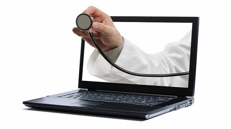 Censis, il 17% degli italiani consulta il web per piccoli disturbi