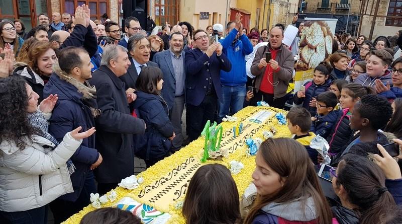 """Azione Cattolica, 150 anni con mega torta. Orlando: """"Una storia straordinaria"""""""