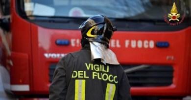 Palermo, incendio in un magazzino: salvate due persone