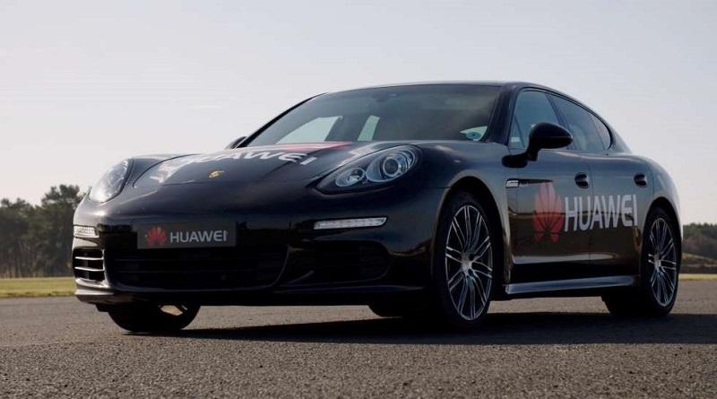 Huawei ha presentato il progetto RoadReader, che mette al volante di un'automobile l'intelligenza artificiale di uno smartphone, in particolare del Mate 10 Pro