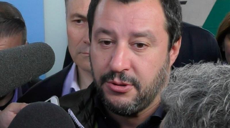 """""""Votatemi terroni"""": un finto Matteo Salvini in tour per ricordare le posizioni antimeridionaliste sue e della Lega. L'iniziativa di Avaaz arriva anche a Palermo"""