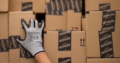 Amazon brevetta i braccialetti per controllare il lavoro dei dipendenti
