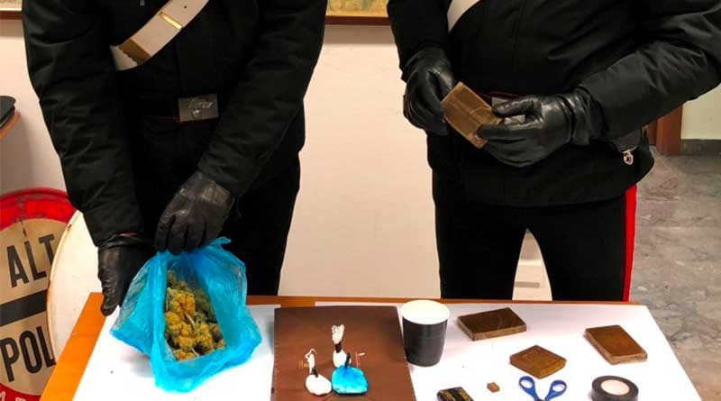 Monreale, lanciano la droga dal balcone: arrestati due giovani