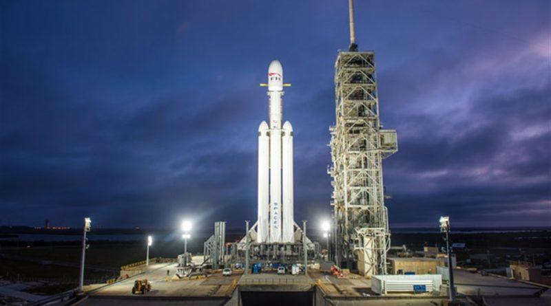Il lancio del razzo progettato e costruito dalla Space X di Elon Musk, il Falcon Heavy, è partito con successo da Cape Canaveral