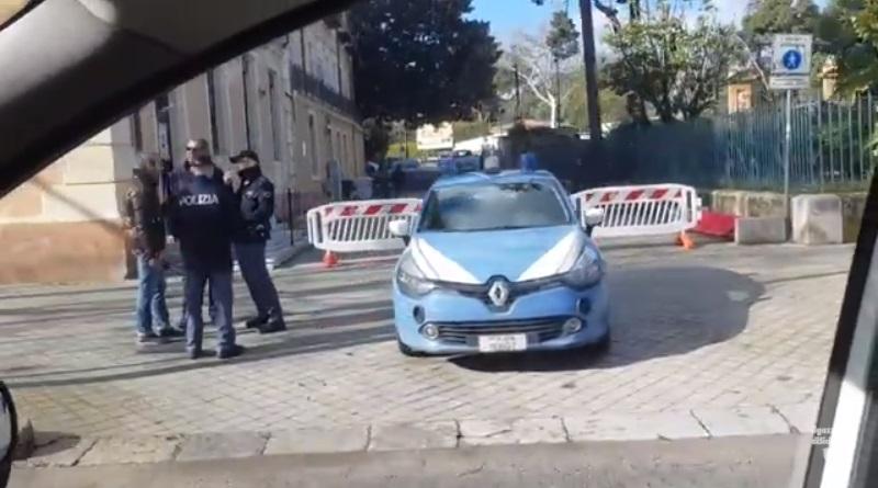 Palermo nel giorno dei due cortei, uno di Forza Nuova e l'altro dei centri sociali. Cronaca di un sabato qualunque in città