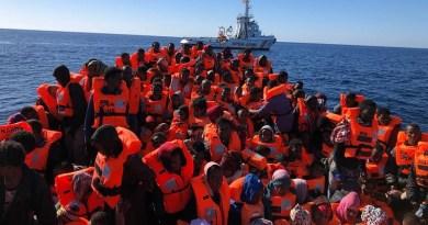 A Pozzallo sono sbarcati dalla nave Diciotti della Guardia costiera 509 migranti. Al largo della Libia 70 dispersi in mare nel naufragio di un gommone