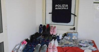 Operazione dei Vigili urbani ad Aspra, sequestrati cd e scarpe contraffatti