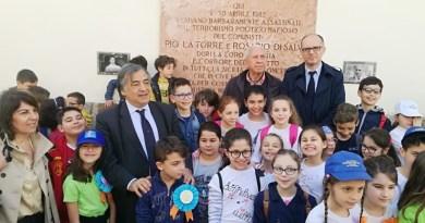 Palermo, gli studenti puliscono la lapide di La Torre e Di Salvo