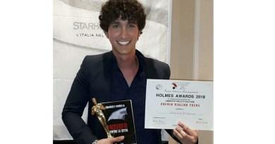 """Il giovane scrittore palermitano Emanuele Fardella con il suo romanzo Insider. Dentro la setta ha vinto il """"Premio Miglior Trama"""" alla quarta edizione degli Holmes Awards"""