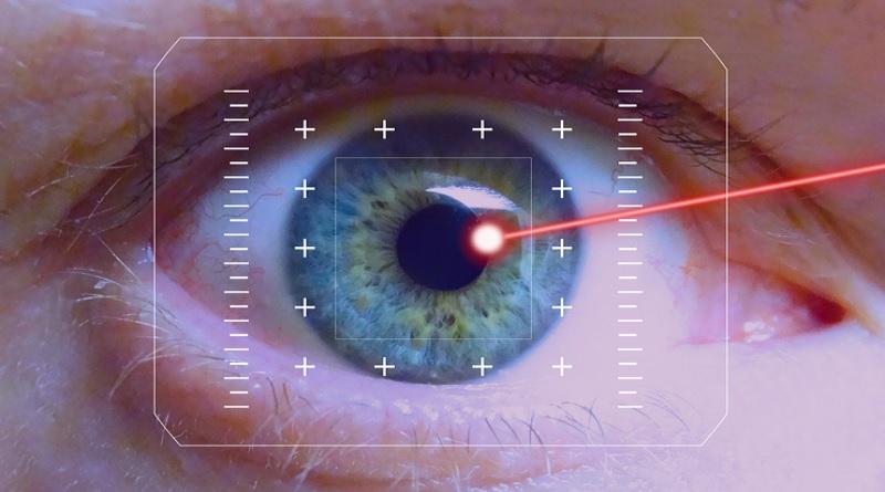 Inventate delle lenti a contatto che emettono raggi laser