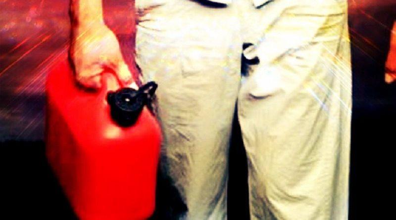 Siracusa, disoccupato si dà fuoco in auto: è in gravi condizioni