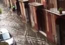 Palermo, bastano pochi minuti di pioggia e le strade diventano fiumi – IL VIDEO