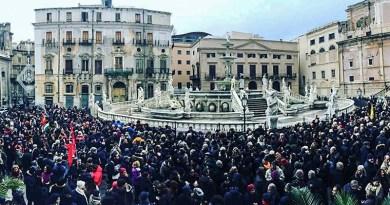 Manifestazione a Piazza Pretoria, davanti il Municipio di Palermo, contro il Decreto Sicurezza