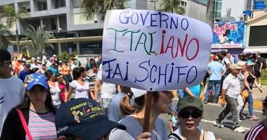 Manifestazione in Venezuela, cartello contro il governo italiano