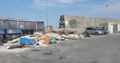 Palermo, rifiuti ingombranti nel quartiere Arenella