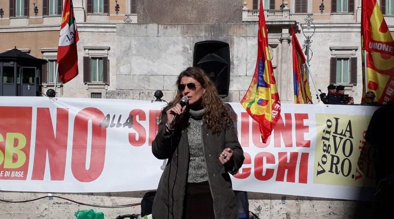 Claudia Urzì del Coordinamento nazionale USB Scuola e responsabile della Federazione del Sociale USB Sicilia. Manifestazione USB a Montecitorio contro regionalizzazione